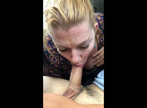 Casual mature bitch gives an epic..