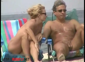 Beach spycam selfcam is flashing bare..