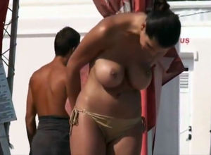 Croatia, dame bare-chested hidden camera