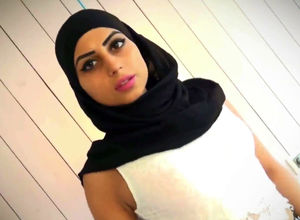 Arabian honey web cam hijab model