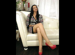 Auditions - Black-haired damsel Gets..